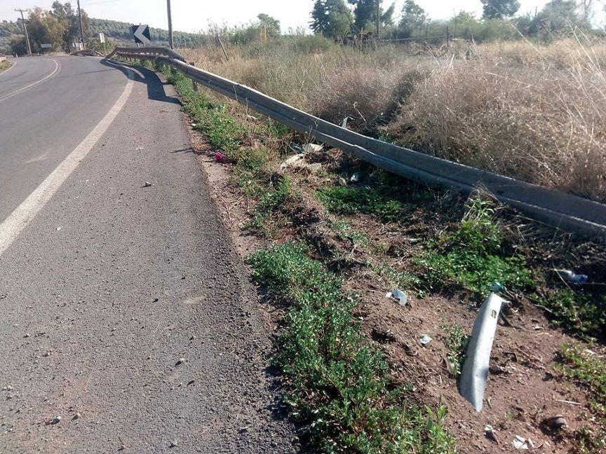 Κολοβρέχτης:Kομμάτι σιδερένιας προστατευτικής  μπάρας «κρέμεται» μέσα στον δρόμο 2
