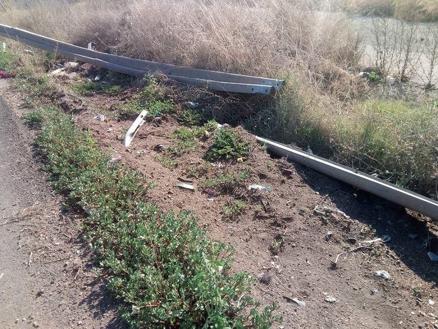 Κολοβρέχτης:Kομμάτι σιδερένιας προστατευτικής  μπάρας «κρέμεται» μέσα στον δρόμο 5