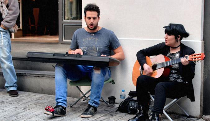 Στη Βουλή φέρνει ο ΣΥΡΙΖΑ τις ποινικές διώξεις κατά των «μουσικών του δρόμου»