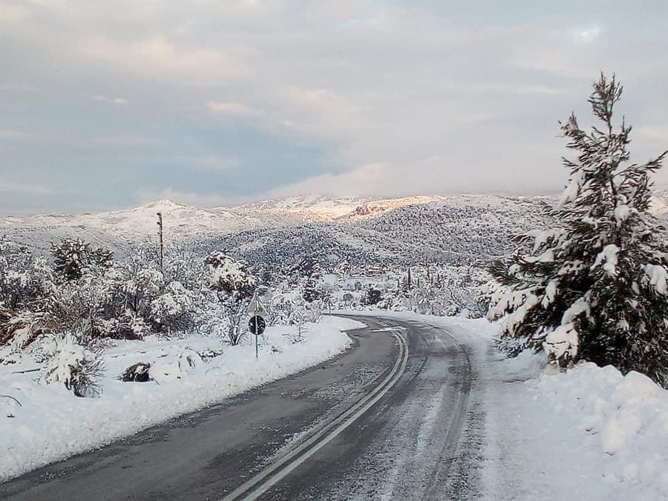 Η χιονισμένη Δίρφυ (φωτογραφίες-video) 49310513 2543179539040663 1151663070599184384 n