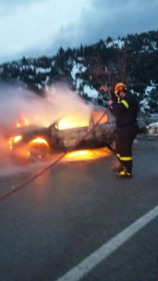 Στενή: Αυτοκίνητο τυλίχτηκε στις φλόγες  μέσα στα χιόνια (φωτό) 49576594 1841303169312299 4509571053546110976 n