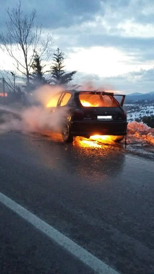 Στενή: Αυτοκίνητο τυλίχτηκε στις φλόγες  μέσα στα χιόνια (φωτό) 49666941 240172490217739 6112735989837332480 n
