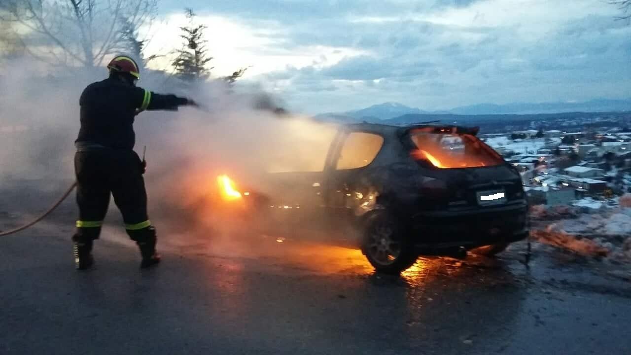 Στενή: Αυτοκίνητο τυλίχτηκε στις φλόγες  μέσα στα χιόνια (φωτό) 49739148 770289260001879 2679975518719180800 n