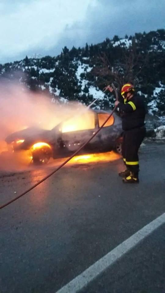 Στενή: Αυτοκίνητο τυλίχτηκε στις φλόγες  μέσα στα χιόνια (φωτό) 49896363 2241038669468555 3111556604537864192 n