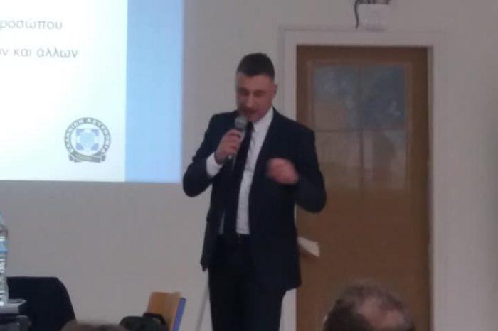 Ψαχνά: Ο Διοικητής του Αστυνομικού Τμήματος Γιώργος Αλεξίου ενημέρωσε τους ηλικιωμένους για περιπτώσεις κλοπών και περιστατικών εξαπάτησης