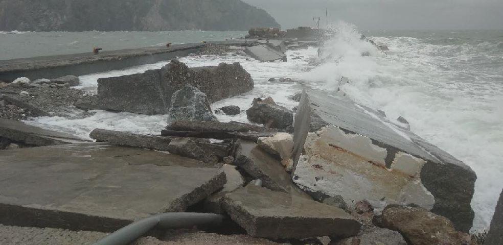 Ανυπολόγιστες καταστροφές στο Λιμάνι του Μαντουδίου (φωτό) 52766754 391949311603684 6383824447136071680 n