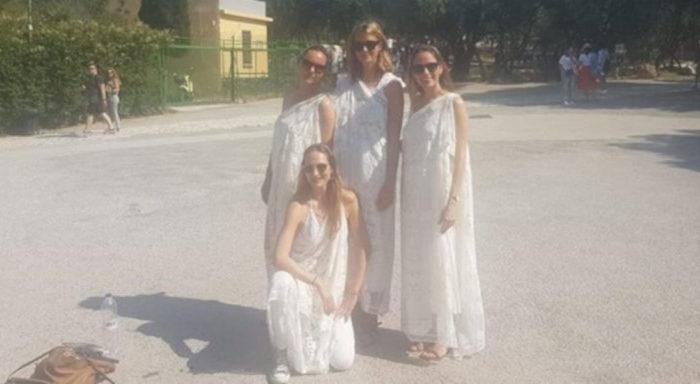 Γερμανίδες τουρίστριες έφαγαν «πόρτα» στην Ακρόπολη: «Θα ήταν κατανοητό αν μιλούσαμε για τη Σαουδική Αραβία», λένε