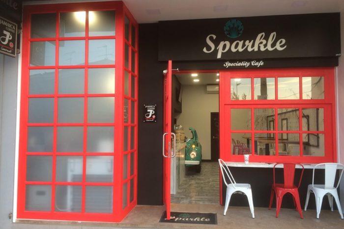 Άνοιξε το «Sparkle Cafe» στα Ψαχνά