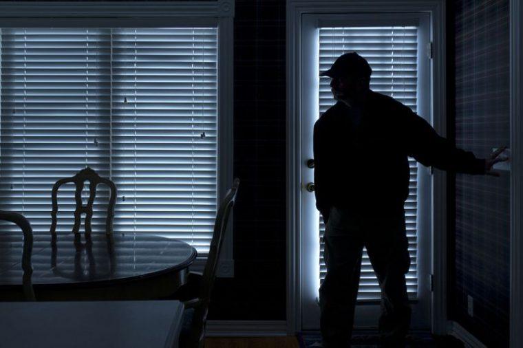 Αυξάνονται τα κρούσματα των κλοπών στα Ψαχνά.Κάτοικος περιοχής:«Μου χτύπησαν την πόρτα στις 22:00 το βράδυ και όταν τους είδα εξαφανίστηκαν»