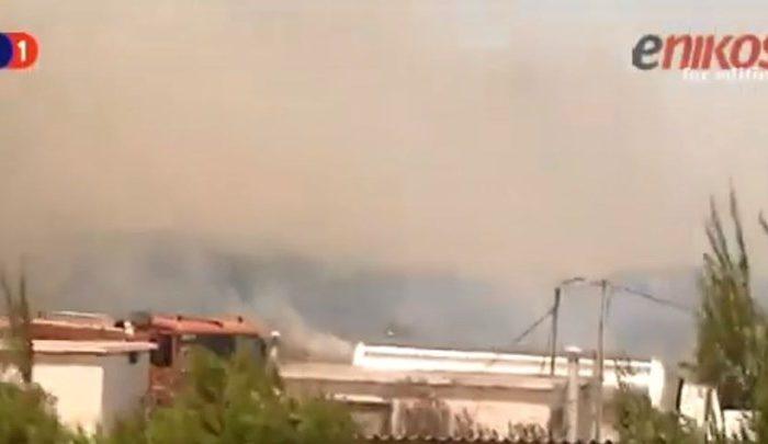 Μεγάλη φωτιά στο Λαύριο - Εκκενώθηκε καταυλισμός μεταναστών - ΒΙΝΤΕΟ