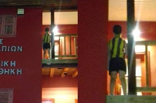 Παιδάκι από τα Ψαχνά  αιωρείται στο επικίνδυνο ξύλινο μπαλκόνι της πλατείας των Ψαχνών