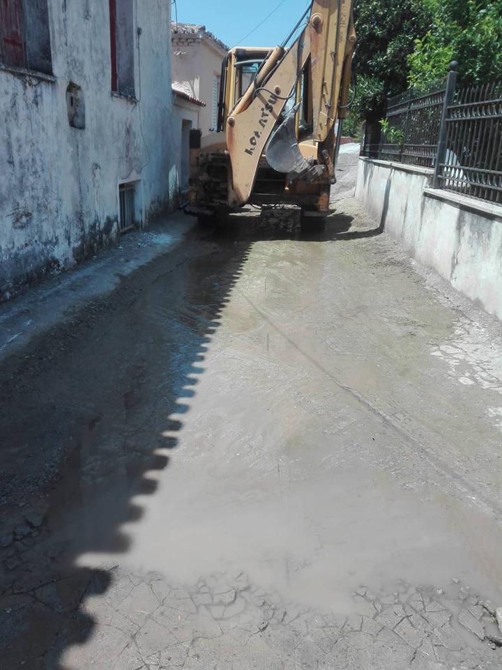 Πολιτικά: Συνεργεία του Δήμου επισκευάζουν τον δρόμο κοντά στην πλατεία 66296730 628756607624284 3985480710088556544 n