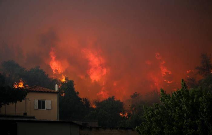 Καίγεται το Κοντοδεσπότι ξανά έναν χρόνο μετά.Εκκενώνονται τα χωριά Κοντοδεσπότι και Σταυρός