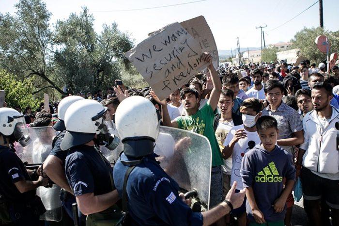 Ωρολογιακή «βόμβα» το προσφυγικό: Η κυβέρνηση επιστρατεύει δεκάδες σκάφη στο Αιγαίο
