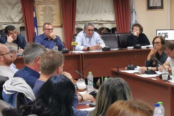 Ο καβγάς Γκόγκου-Ψαθά στο Δημοτικό συμβούλιο και η επική γκάφα  Ραπτάκη:«Αν δεν ανακαλέσετε,αν δεν ανακαλέσετε θα..» (video)
