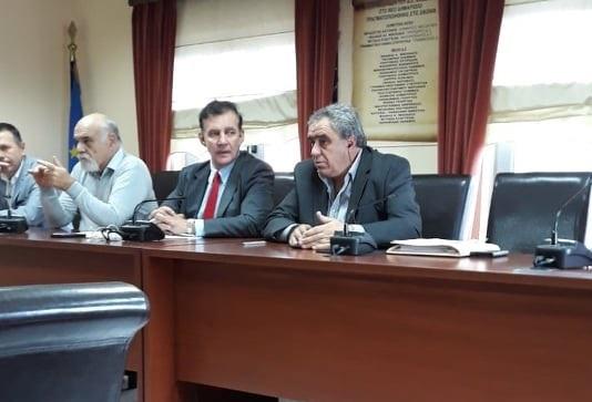 Ο Πρύτανης του ΕΚΠΑ σε σύσκεψη στο Δημαρχείο των Ψαχνών