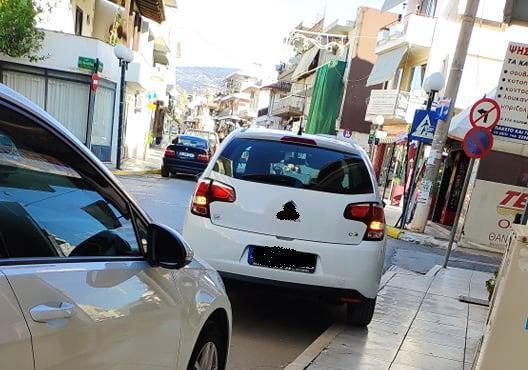 Πρωινό παρκάρισμα για...σεμινάριο στα Ψαχνά