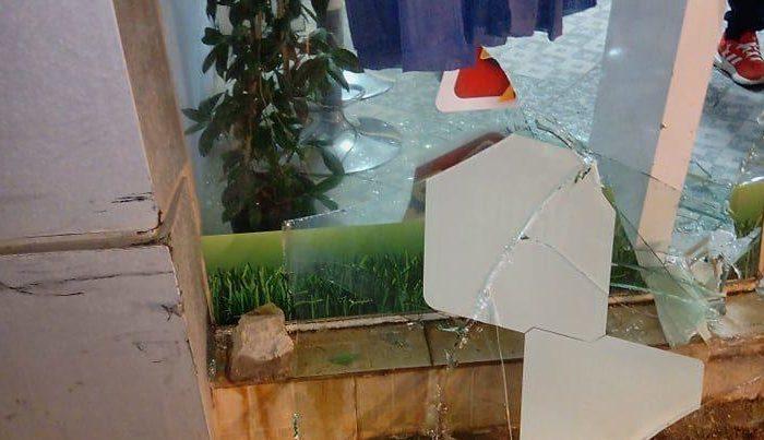 Καστέλλα: Αυτοκίνητο έπεσε πάνω σε πρακτορείο ΠΡΟΠΟ ! (Φωτογραφίες)