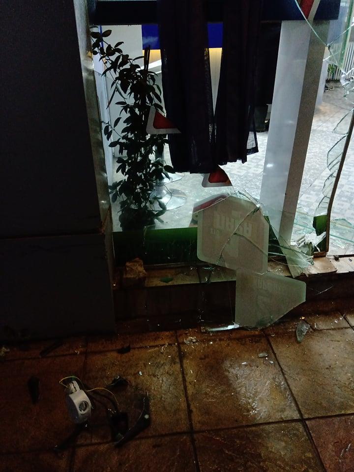 Καστέλλα: Αυτοκίνητο έπεσε πάνω σε πρακτορείο ΠΡΟΠΟ ! (Φωτογραφίες) 73289909 2584411578291989 9091307573528756224 n