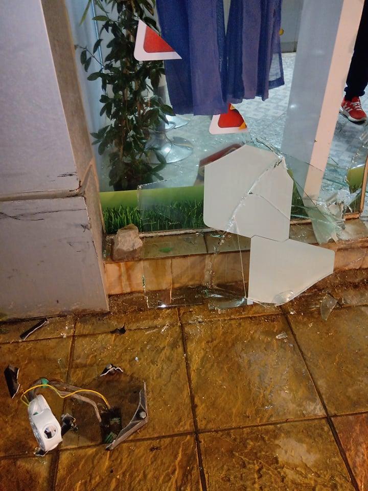 Καστέλλα: Αυτοκίνητο έπεσε πάνω σε πρακτορείο ΠΡΟΠΟ ! (Φωτογραφίες) 74842688 2736964873048482 9089773290951540736 n