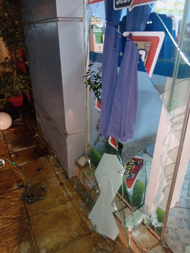 Καστέλλα: Αυτοκίνητο έπεσε πάνω σε πρακτορείο ΠΡΟΠΟ ! (Φωτογραφίες) 76605230 751000615375150 1935142316016664576 n