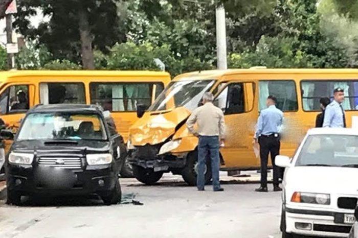Τροχαίο με σχολικό λεωφορείο στη Βούλα - Τραυματισμένα δέκα παιδιά