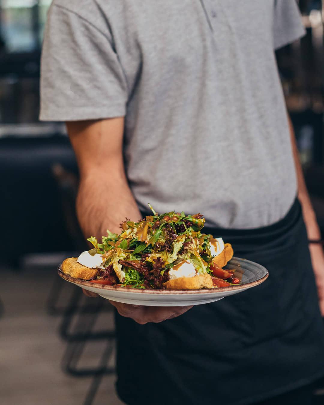 Ψαχνά: Άνοιξε το Grill House «Στο Ψαχνό» salata 2
