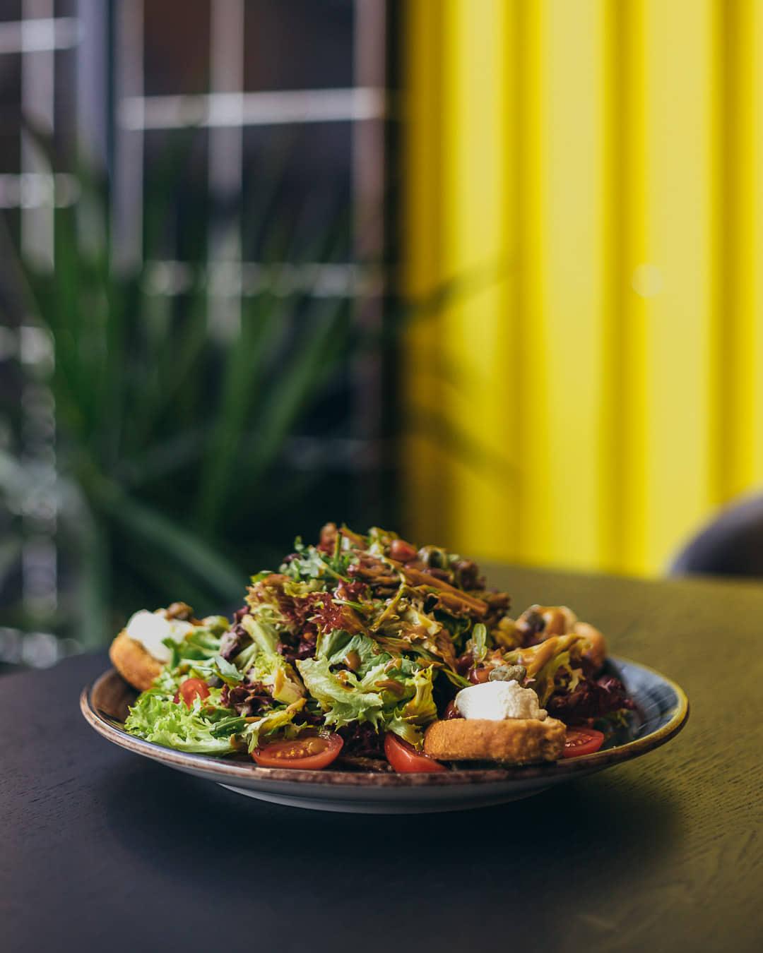 Ψαχνά: Άνοιξε το Grill House «Στο Ψαχνό» salata 4