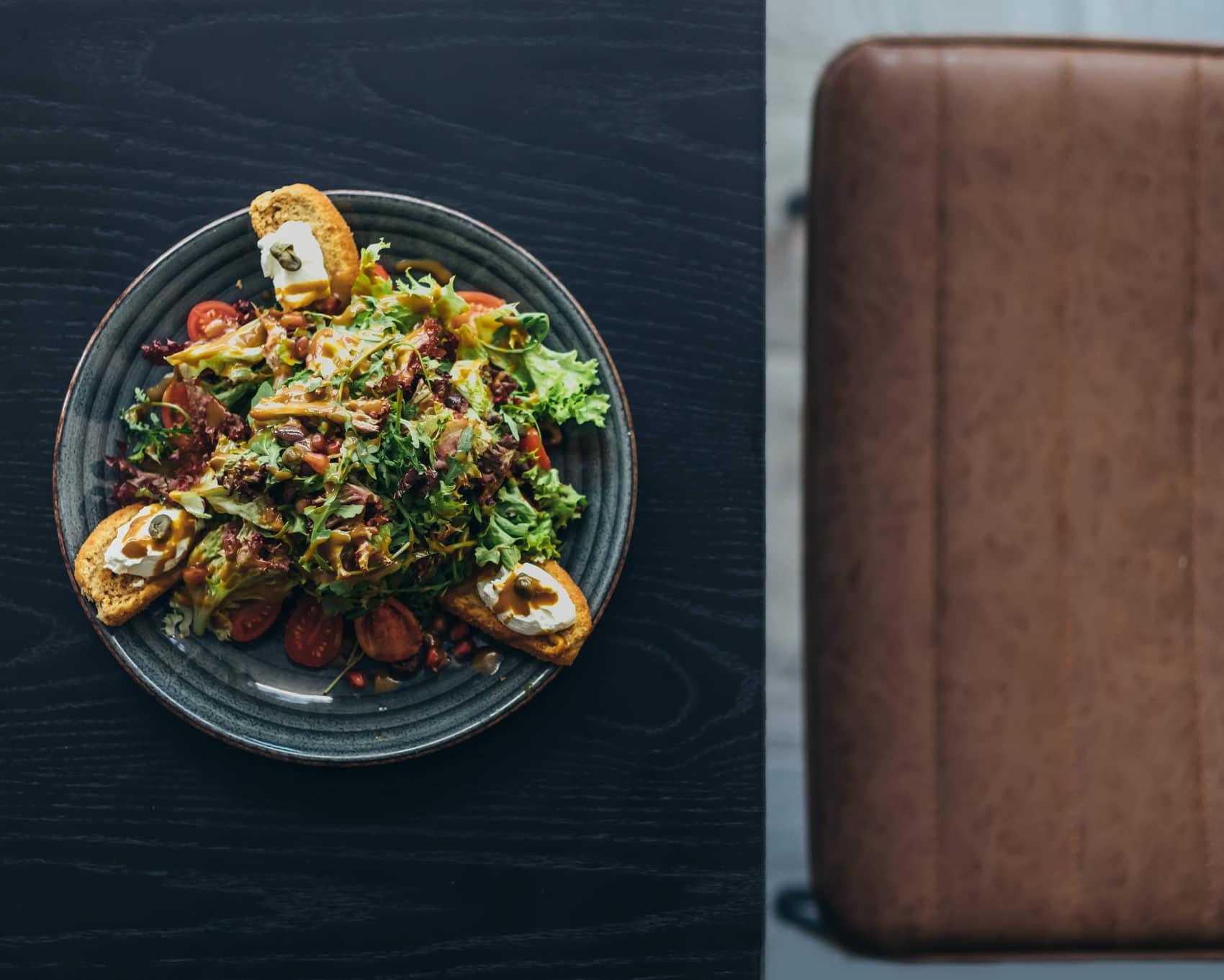 Ψαχνά: Άνοιξε το Grill House «Στο Ψαχνό» salata 5