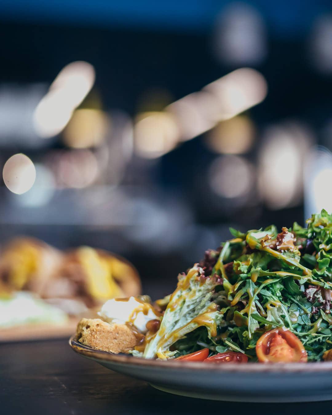 Ψαχνά: Άνοιξε το Grill House «Στο Ψαχνό» salata 6