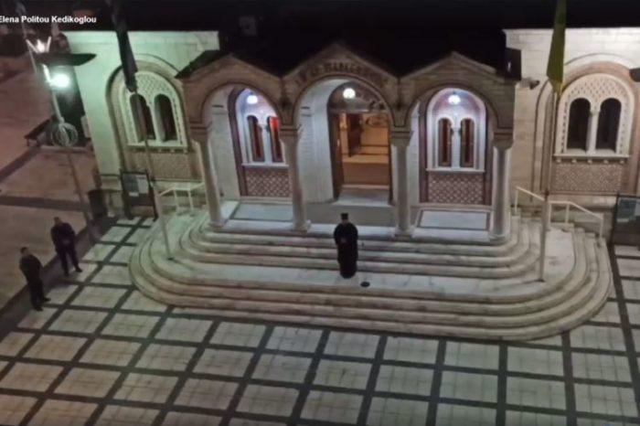 Ιερέας έψαλε «τη Υπερμάχω» με τους πιστούς στα μπαλκόνια (video)