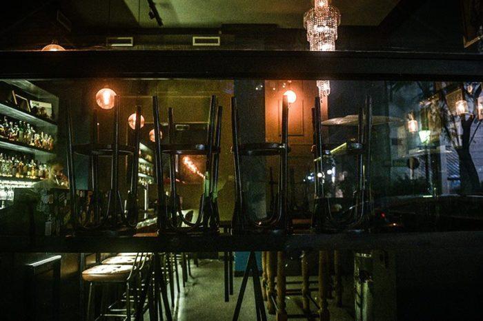 Κορωνοϊός: Για ποιες επιχειρήσεις αναστέλλεται η λειτουργία - «Λουκέτο» σε καφετέριες, κομμωτήρια, εμπορικά κέντρα