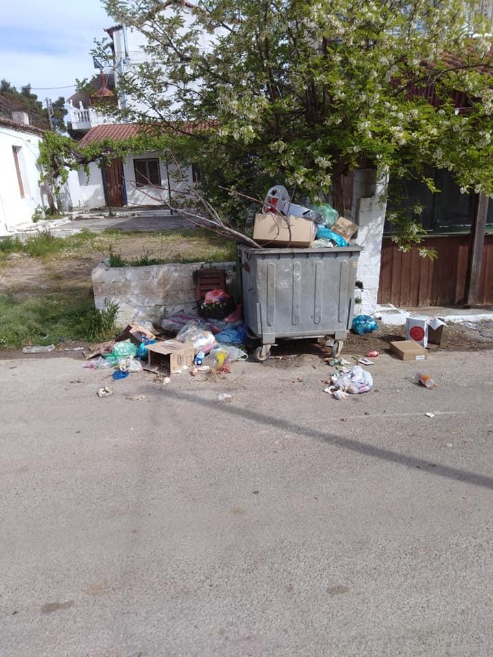 Τριάδα:Κάτοικοι παραπονιούνται για αμάζευτα σκουπίδια (φωτό) 1 39