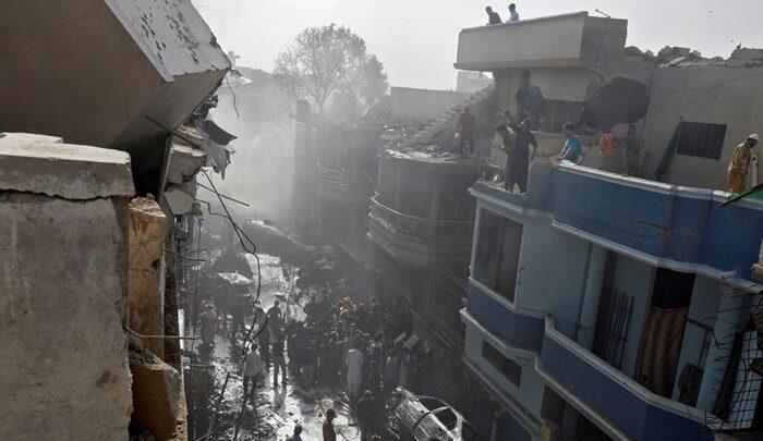 Συντριβή αεροσκάφους στο Πακιστάν: Πληροφορίες για τουλάχιστον δύο επιζώντες - ΒΙΝΤΕΟ