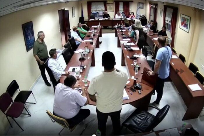 Εικόνες ντροπής στο  Δημοτικό συμβούλιο του Δήμου Διρφύων Μεσσαπίων (video)