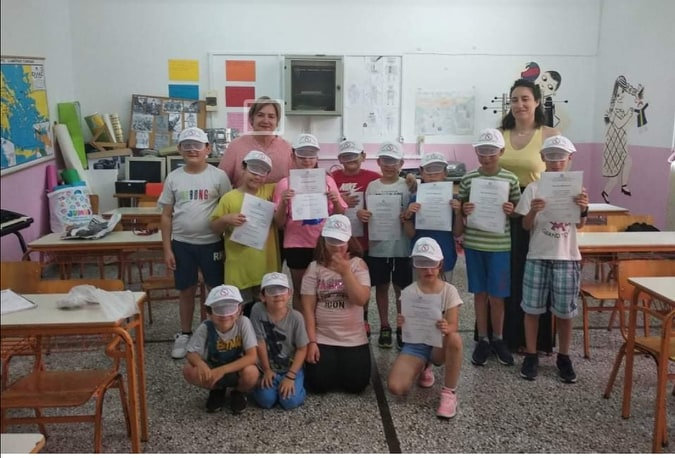 Νηπιαγωγείο και Δημοτικό σχολείο Στενής: Ο Σύλλογος γονέων και κηδεμόνων έκανε δώρο  στους μαθητές καπέλα με συμβολικό μήνυμα απέναντι στην εγκατάσταση αιολικών πάρκων στην Δίρφυ 2 54
