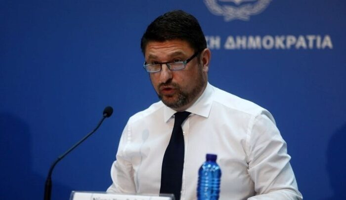 Νέα μέτρα ανακοίνωσε ο Νίκος Χαρδαλιάς - Πού είναι υποχρεωτική η μάσκα από αύριο