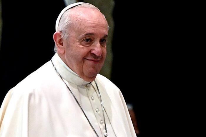Πάπας Φραγκίσκος: Οι ομοφυλόφιλοι μπορούν να κάνουν οικογένεια