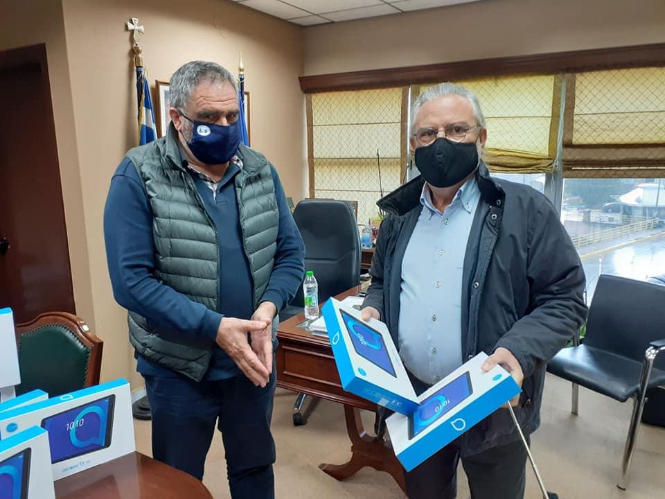 17 tablet προσέφερε σε μαθητές του Δήμου Διρφύων Μεσσαπίων η εταιρεία «ΣΟΓΙΑ ΕΛΛΑΣ» 1 7