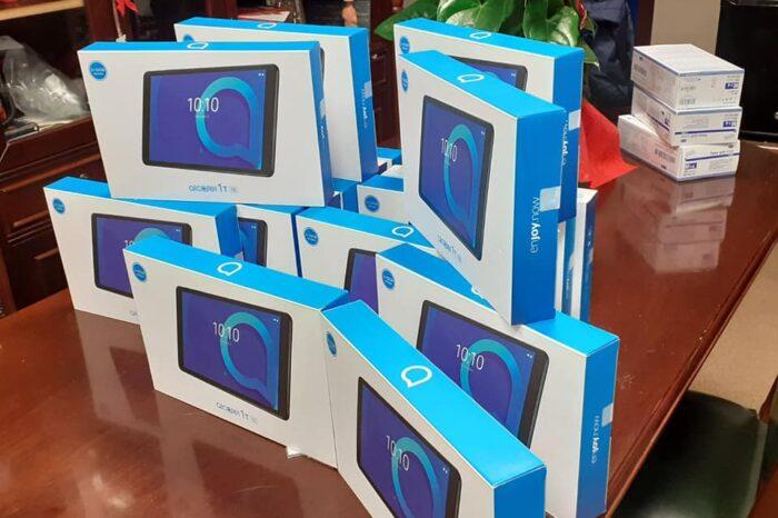 17 tablet προσέφερε σε μαθητές του Δήμου Διρφύων Μεσσαπίων η εταιρεία «ΣΟΓΙΑ ΕΛΛΑΣ»