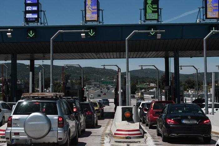 Εγκαταλείπουν την Αττική οι Αθηναίοι - 12.500 αυτοκίνητα πέρασαν από τα διόδια σε 3 ώρες