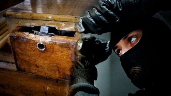 Ψαχνά: Ταυτόχρονες κλοπές σε δύο σπίτια-Άρπαξαν λεφτά και κοσμήματα