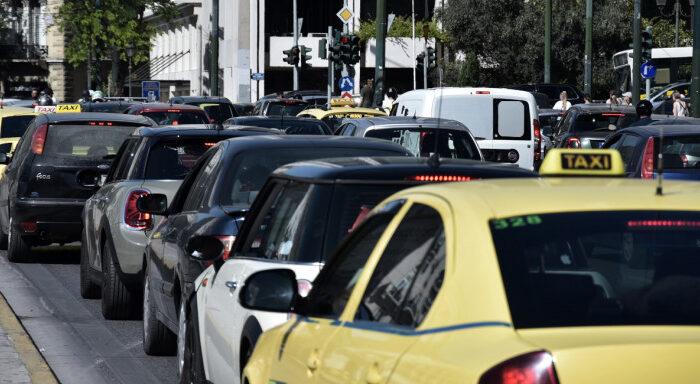 Αλλάζουν από Δευτέρα τα όρια επιβατών -Τι θα ισχύει πλέον για ΙΧ, ταξί και φορτηγά