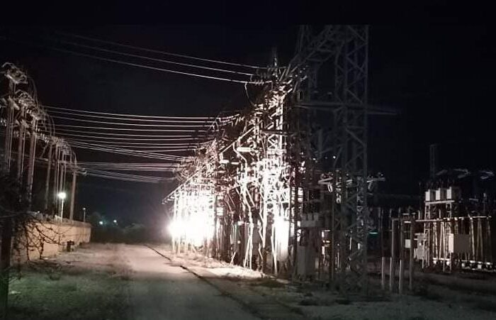 Blackout σε όλη την περιοχή λόγω έκρηξης στον Υποσταθμό της ΔΕΗ στα Ψαχνά