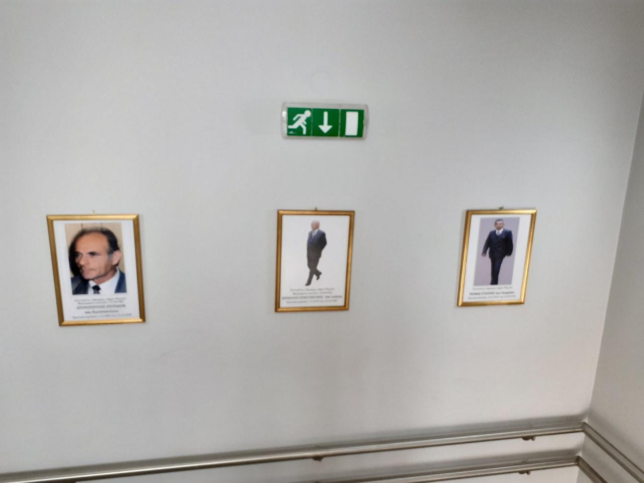 Κάδρα με φωτογραφίες όλων των Δημάρχων από το 1949 μέχρι και το 2014 τοποθέτησε ο Δήμαρχος Γιώργος Ψαθάς στις σκάλες του Δημαρχείου (φωτογραφίες) 1
