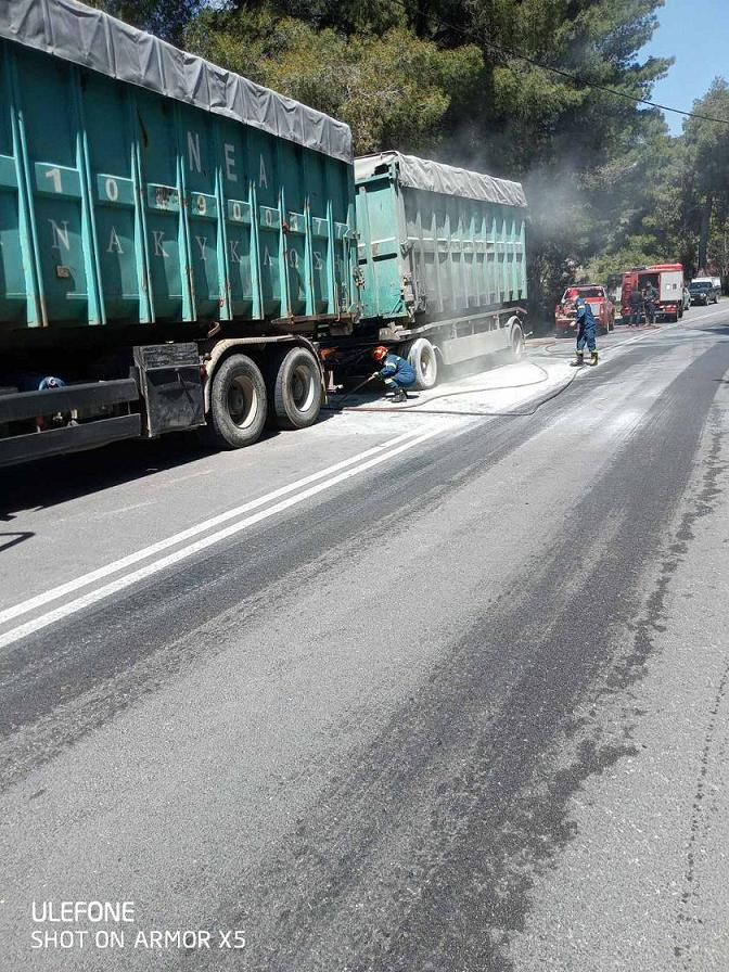 Πανόραμα:Φωτιά σε λάστιχα φορτηγού (φωτό) 20210407 153739