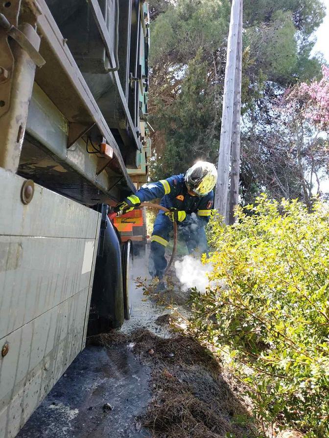Πανόραμα:Φωτιά σε λάστιχα φορτηγού (φωτό) 20210407 153746