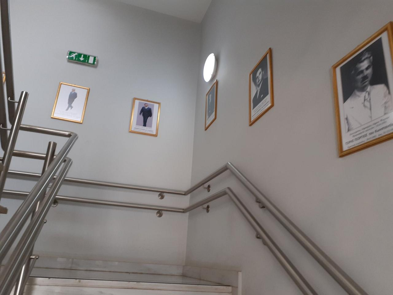 Κάδρα με φωτογραφίες όλων των Δημάρχων από το 1949 μέχρι και το 2014 τοποθέτησε ο Δήμαρχος Γιώργος Ψαθάς στις σκάλες του Δημαρχείου (φωτογραφίες) 3 2