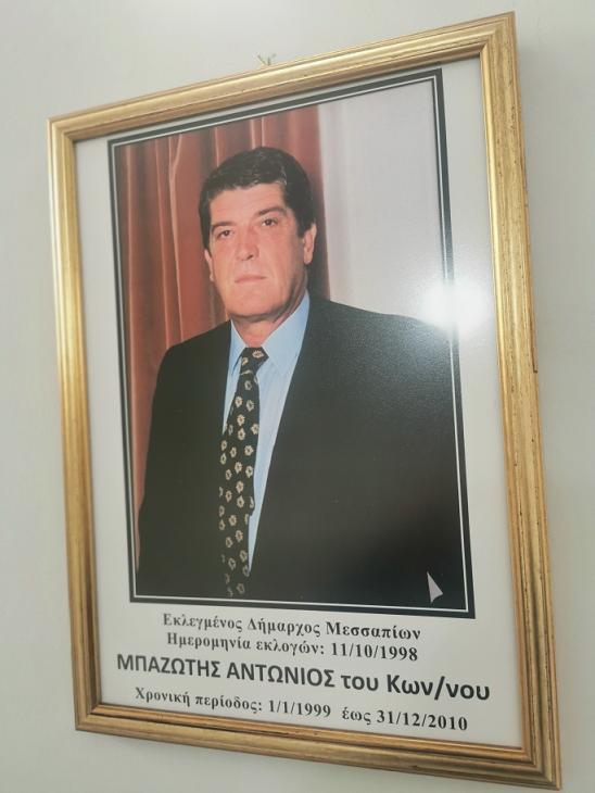 Κάδρα με φωτογραφίες όλων των Δημάρχων από το 1949 μέχρι και το 2014 τοποθέτησε ο Δήμαρχος Γιώργος Ψαθάς στις σκάλες του Δημαρχείου (φωτογραφίες) 99 1