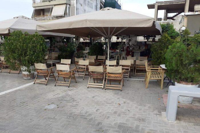 Ετοιμασίες για την επανεκκίνηση της εστίασης στην πλατεία των Ψαχνών